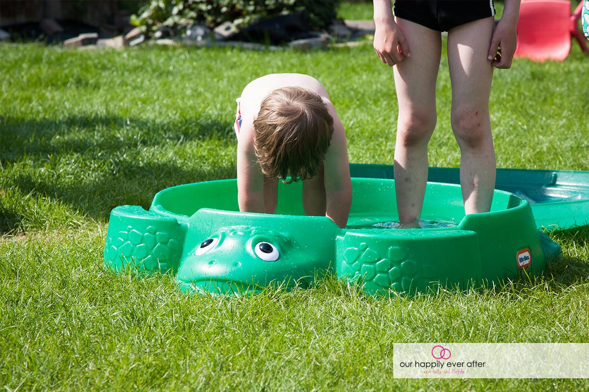 buitenspelen tip little tikes schildpad zandbak water our happily ever after