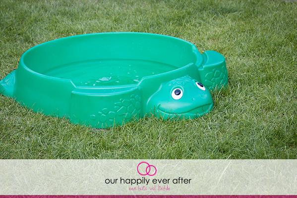 buitenspelen tip little tikes schildpad zandbak water our happily ever after