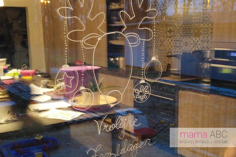 raam versieren voor kerst met krijtstiften mamaabc abc mama blog