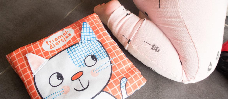 Friemeldiertjes knisperboek voor baby