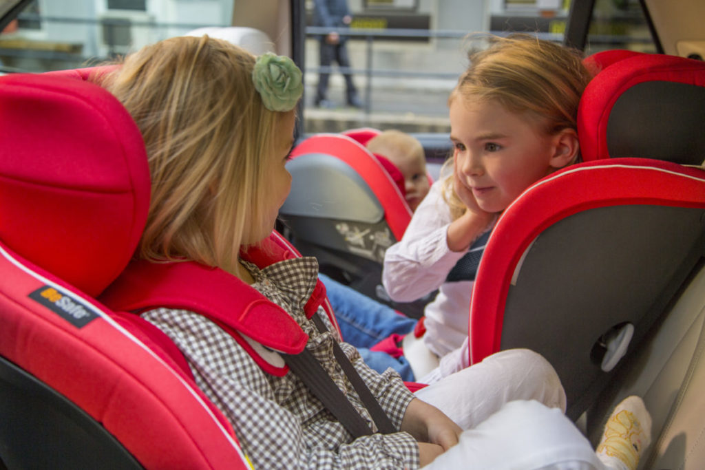 Drie kinderen Achterbank Auto BeSafe Sofie Lambrecht