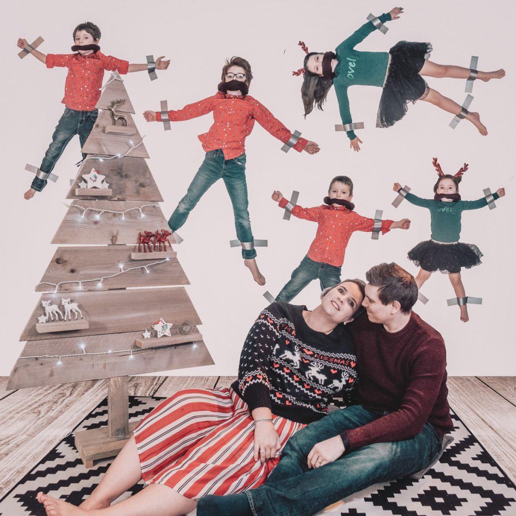 Grappige kerstfoto voor op de wenskaart met kerstmis