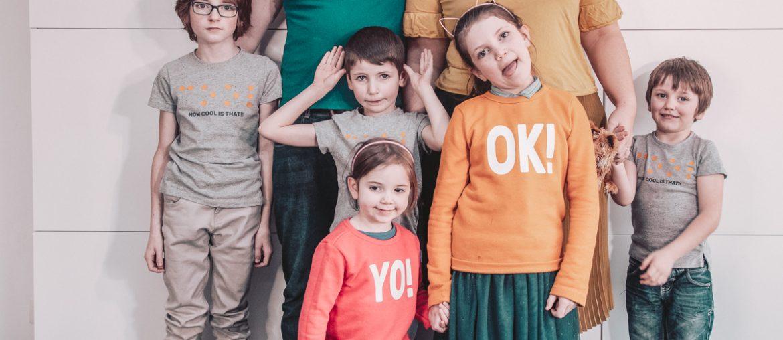 Familiefoto gezin van zeven personen vijf kinderen